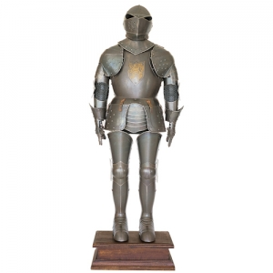 Medieval Armor (Antique), Armours - Medieval Armour - Medieval armor (aged) of the fifteenth century, complete with pedestal, aged finish. Made by artisans in Italy, size and thickness on request.