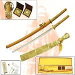 Medieval - Katana Oriental Weapons - Katana - Katana completely handmade. Total length 107cm. Blade length 72cm, packed in a gift box covered in gold brocade fabric.
