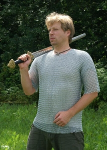 Chainmail, Short-sleeved (sizes M, L - ID 9mm), Armours - Medieval Body Armour - Haubergeon - Chainmail, This chainmail-shirt is shaped like a modern T-Shirt: short in length and short-sleeved.