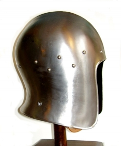 Venetian Sallet, Armours - Medieval Helmets - Venetian sallet (barbute), attached to the head and ribs marked by a median line between the front and neck. Opening facial U, which leaves the face uncovered.