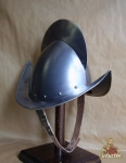 Armours - Medieval Helmets - Armor to protect the skull in profile round, equipped with a ridge segment of a circle with a tight boat, size 43 x 27 x 31 cm