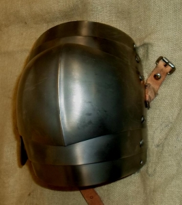 Medieval Combat Knee Cops, Armours - Medieval Body Armour - Knee cops, part of armor, worn over knitted stockings, with wing-shaped heart.