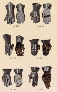 Gauntlet with articulated fingers, Armours - Medieval Body Armour - Gauntlet with separate and articulated fingers and wrist protection, Price for the pair.