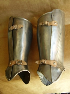Medieval Greaves, Armours - Medieval Body Armour - Protection of the leg from the knee to the instep and heel to the front or the back.