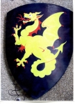 Armours - Medieval shields - Shield Dragon on dark background, triangular shield wood. Measures: 72 x 62 cm.