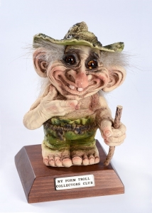 Troll Club 2016 Ny Form, Troll  NyForm - Troll NyForm club - Troll Club 2016 NyForm. Serie Limitata Dimensione, altezza: 21 cm. Troll in materiale naturale con piedistallo.