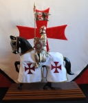 Medieval - Historical Miniatures - Miniature knights Armour - Templar Knight, Man of arms mounted on a pedestal. Total height 33 cm